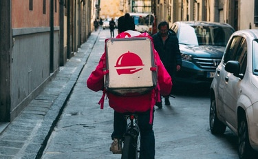 California Enacts New Law Regulating Food Delivery Apps